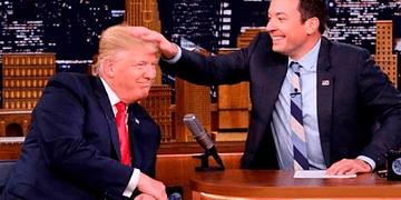 Donald Trump es despeinado por Jimmy Fallon durante entrevista