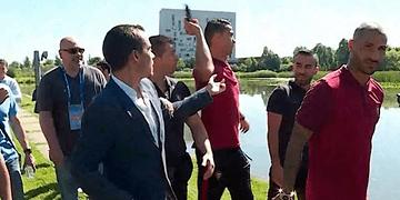 Cristiano Ronaldo lanza el micrófono de un periodista a un lago • Eurocopa 2016