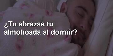 ¿Eres de los que abraza la almohada al dormir? Esto es lo que significa... :O