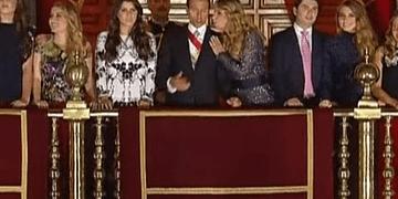 Peña Nieto y Angélica Rivera ''discuten'' durante El Grito De Independencia | 2016