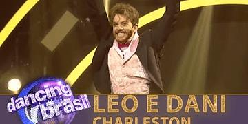 Leo e Dani dão show com charleston no cabaré