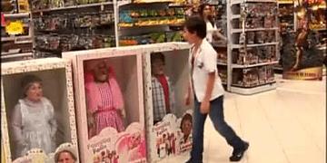 Broma de cámara oculta en una juguetería.