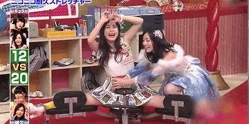 concurso japonés: qué mujer puede abrir más las piernas